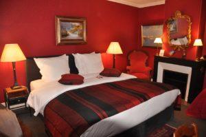 chambre-rouge-lit-double