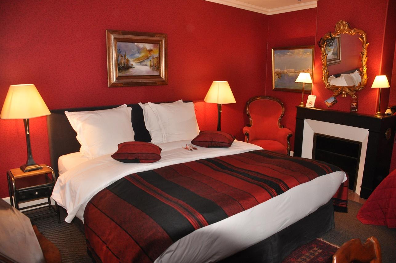 Rote Zimmer (Chambre Rouge) - Le Prieuré Saint Agnan